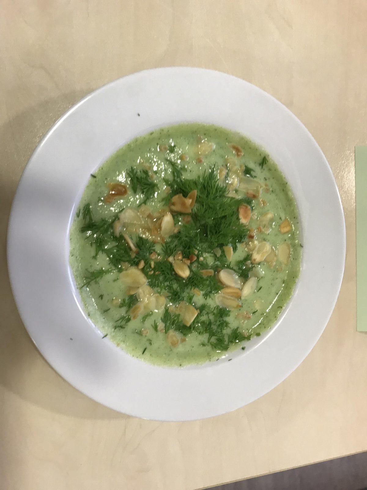 kalte Suppe aus Zucchinis